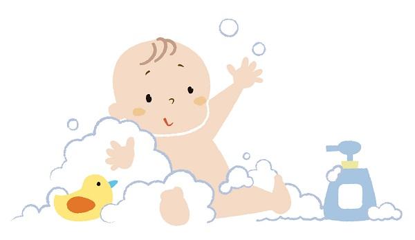 赤ちゃんがお風呂に入ってる様子