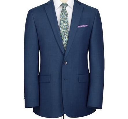 ブルーグレーのスーツ