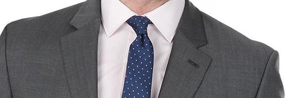 薄い色のスーツなら濃いめの色のネクタイ