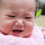 赤ちゃんが寝起きで泣くのはなぜ?いつまで続く?