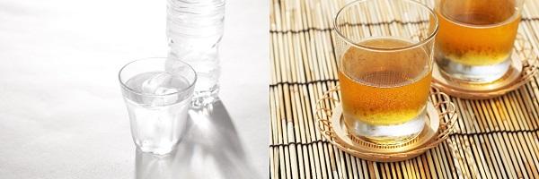 水ミネラルウォーターと麦茶の写真